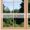 Feenhaus-Spitzenkante Regina am Fenster