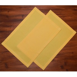 Platzdeckchen Fanni in gelb uni auf Holz