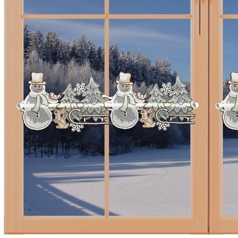 Feenhaus-Scheibengardine Schneemann mit Schlitten Plauener Spitze am Fenster