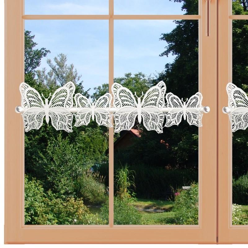 Feenhaus-Scheibengardine Schmetterlinge Plauener Spitze am Fenster