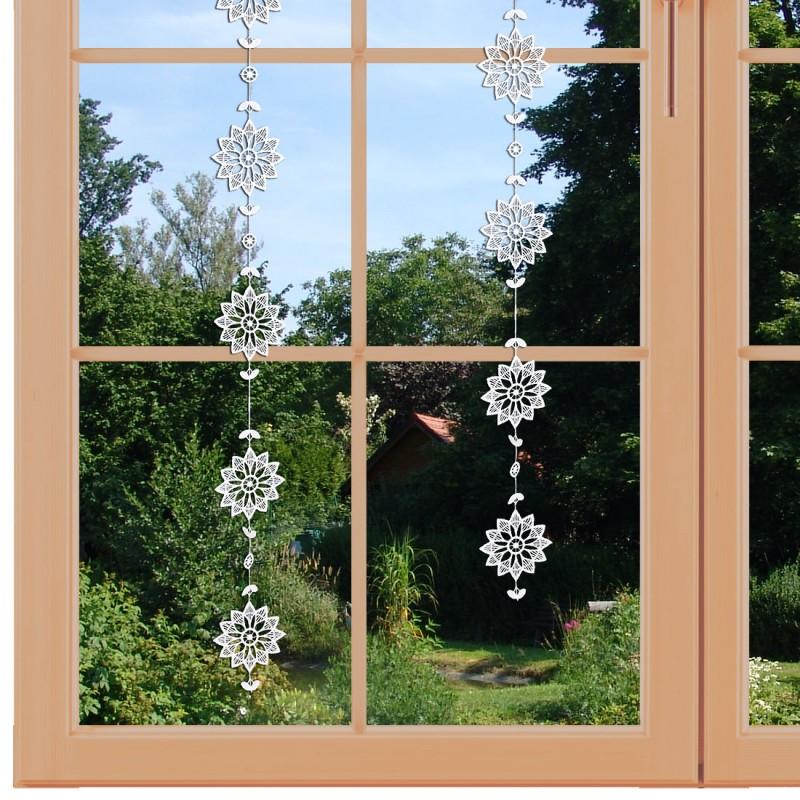 Fensterbild Girlande am Fenster