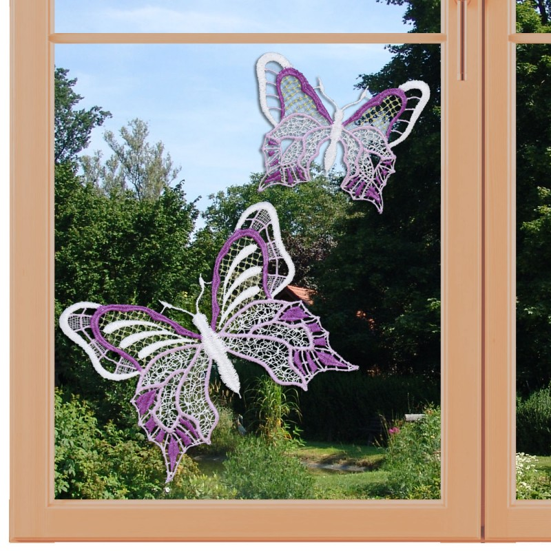 Set 2 Stück Fensterbilder Schmetterlinge lila Nahansicht am Fenter