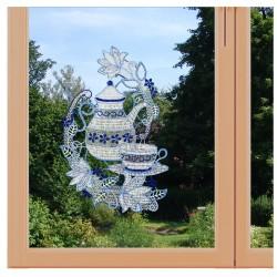 Fensterbild Kaffekanne blau Plauener Spitze am Fenster