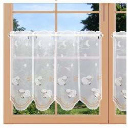 Scheibenhänger Schäfchen Kinderzimmergardine aus Plauener Spitze am Fenster