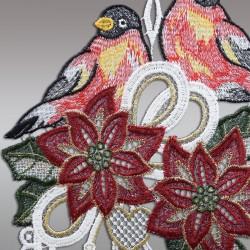 Klassisches Fensterbild Gesteck mit Christstern und Vögeln Detailansicht Stickerei