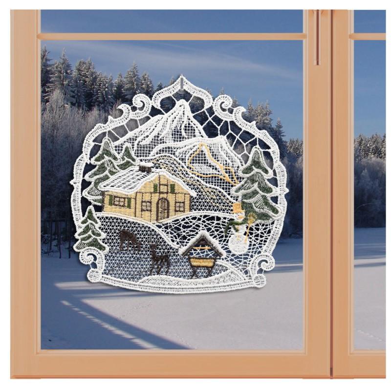 Klassisches Fensterbild Haus im Schnee mit Rehen und Futterkrippe Weihnachtsdeko aus Plauener Spitze an einem Fenster
