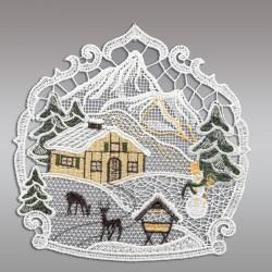 Klassisches Fensterbild Haus im Schnee mit Rehen und Futterkrippe Weihnachtsdeko aus Plauener Spitze Einzeldarstellung