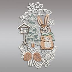 Klassisches Fensterbild Hase im Schnee mit Vogelhäuschen Weihnachtsdeko aus Plauener Spitze Einzeldarstellung