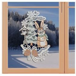 Klassisches Fensterbild Hase im Schnee mit Vogelhäuschen Weihnachtsdeko aus Plauener Spitze an einem Fenster