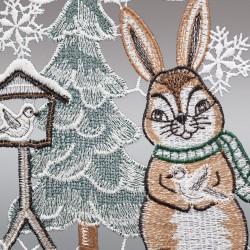 Klassisches Fensterbild Hase im Schnee mit Vogelhäuschen Detailansicht Stickerei