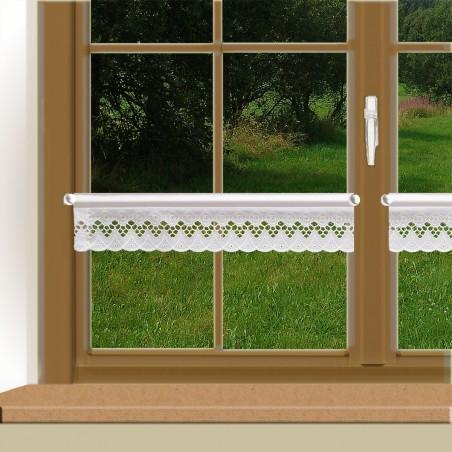 Feenhaus-Spitzenkante Mia weiß an einem Fenster