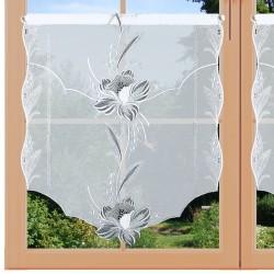 Scheibenhänger Blüte in Grau am Fenster